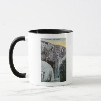 Vue de la caverne des vents en hiver tasses