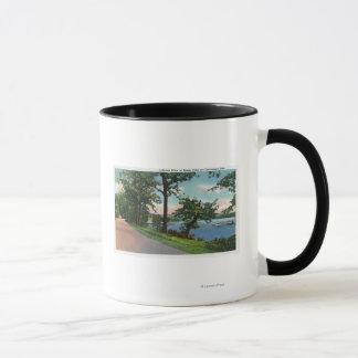 Vue de la commande de Lakeside le long du lac Mug