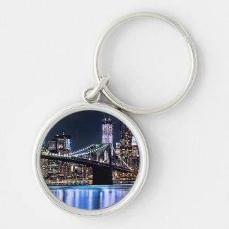 Vue de la réflexion de pont de Brooklyn de New Yor Porte-clé Rond Argenté