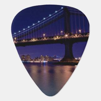 Vue de pont de Manhattan la nuit Médiators