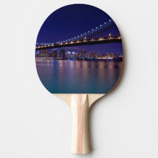 Vue de pont de Manhattan la nuit Raquette De Ping Pong