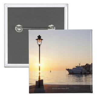 Vue de port de Rovinj, Croatie, au coucher du sole Badge