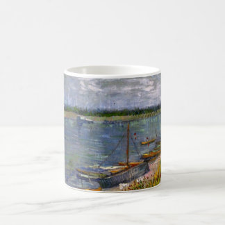 Vue de Van Gogh de rivière avec des bateaux Mug