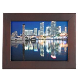 Vue d'horizon avec la réflexion dans l'eau, Miami Boîtes À Souvenirs