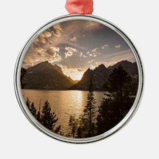 Vue d'or de lac jenny ornement rond argenté