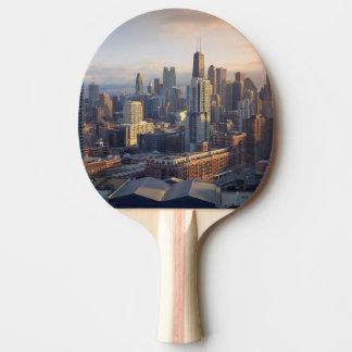Vue du paysage urbain avec la lumière fantastique raquette tennis de table