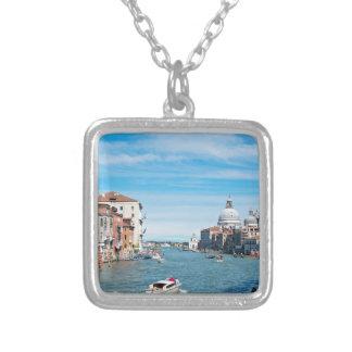 Vue du pont à Venise Collier