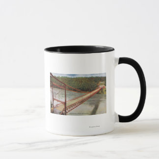 Vue du vieux pont suspendu tasse
