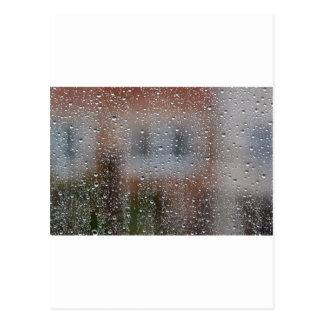 Vue d'une fenêtre humide carte postale
