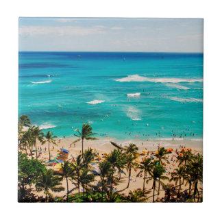 Vue élevée de scène de plage de Waikiki, Honolulu Petit Carreau Carré