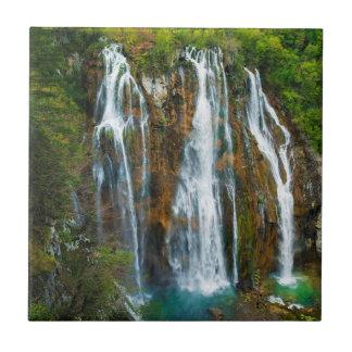 Vue élevée par cascade, Croatie Carreau