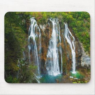 Vue élevée par cascade, Croatie Tapis De Souris