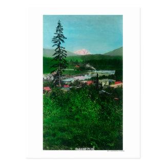 Vue éloignée de crête et de ville de glacier carte postale