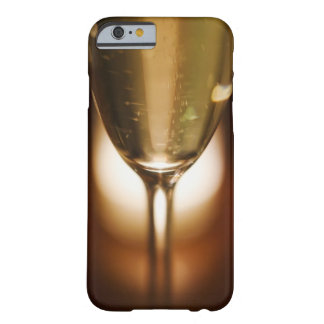 Vue en gros plan de verre de champagne coque iPhone 6 barely there