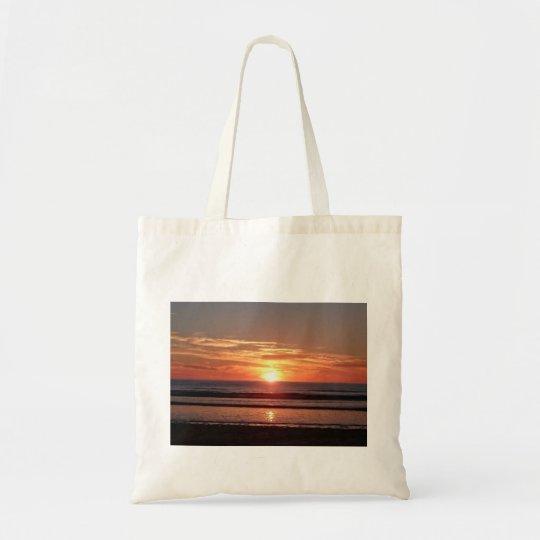 Vue ensoleillée orange lumineuse de bord de la mer sacs en toile