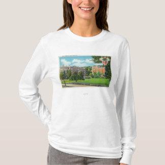 Vue extérieure des casernes et du gymnase de cadet t-shirt