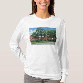 Vue extérieure du Gideon Putnam, Saratoga T-shirt