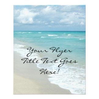 Vue extrême de plage de relaxation prospectus en couleur