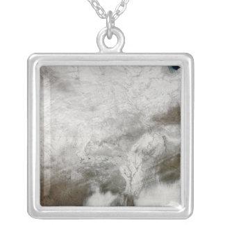 Vue satellite d'une tempête grave d'hiver pendentif carré
