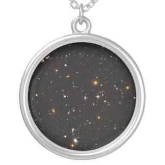 Vue ultra profonde de champ de Hubble de 10.000 Pendentif Rond