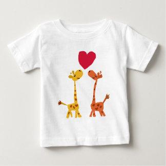 VW bande dessinée drôle d'amour de girafe T-shirts