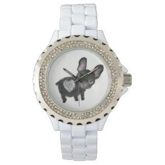 Wach mignon de femmes de bouledogue français par montres cadran