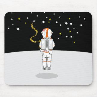 Weeing court attrapé par astronaute dans l'espace tapis de souris
