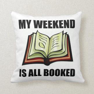 Weekend tous réservés coussin