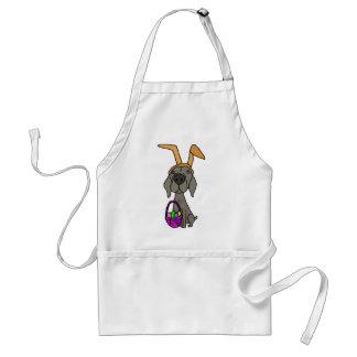 Weimaraner drôle mignon avec des oreilles de lapin tablier
