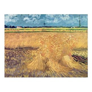 Wheatfield de Vincent van Gogh   avec des gerbes, Carte Postale