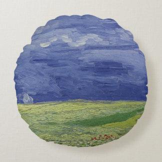 Wheatfields de Vincent van Gogh | sous le nuage Coussins Ronds
