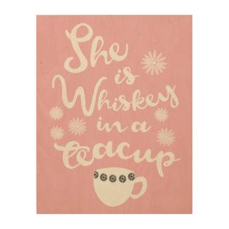 Whiskey dans un art en bois de mur de tasse de thé