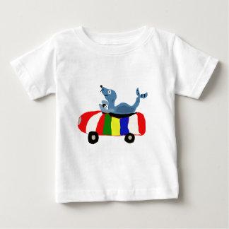 XX joint drôle conduisant la voiture de ballon de T-shirt Pour Bébé
