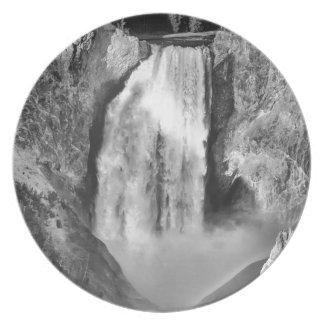 Yellowstone supérieur tombe en noir et blanc assiette