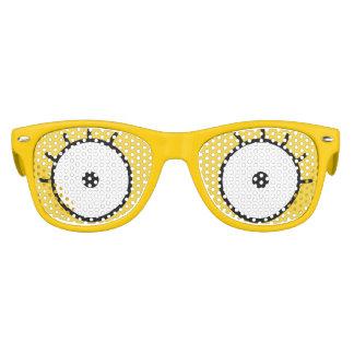 Yeux jaunes de bande dessinée des lunettes de