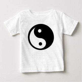 Ying Yang a coupé le T-shirt