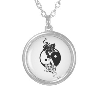 Ying yang tiger collier