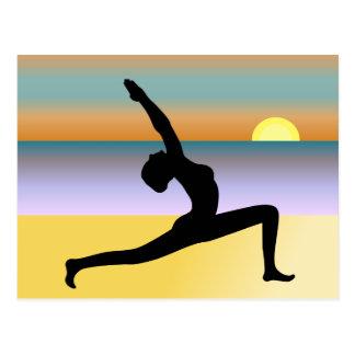 Yoga à la carte postale de plage