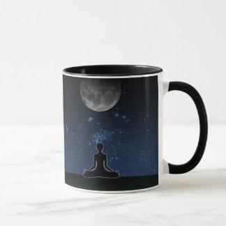 Yoga sous la lune mugs