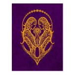 Zodiaque jaune complexe de Gémeaux sur le pourpre Carte Postale