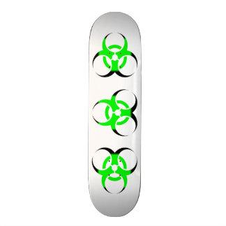 Zombi de symbole de Biohazard vert et noir sur le  Skateboards Personnalisés